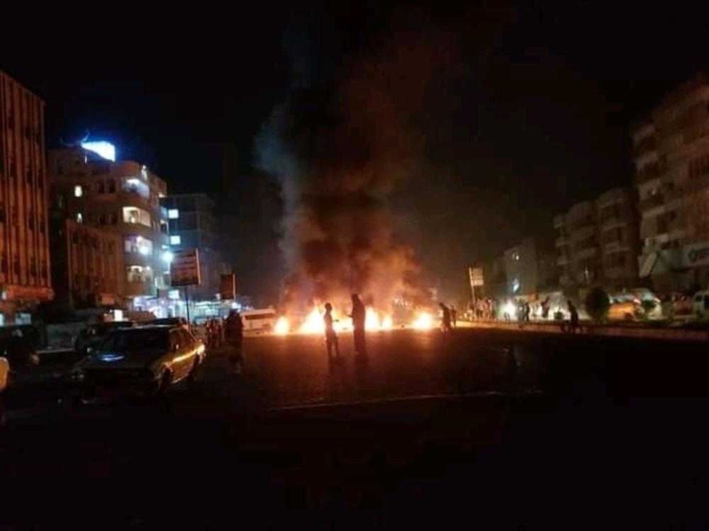 أول تعليق من مسؤول حكومي حول اعتداءات الانتقالي على المحتجين في عدن