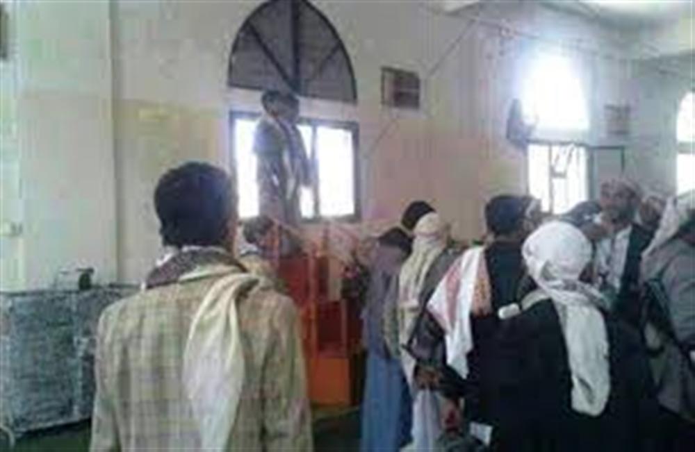مليشيا الحوثي تقتحم مسجدا بصنعاء ويعتقلون عشرات المواطنين
