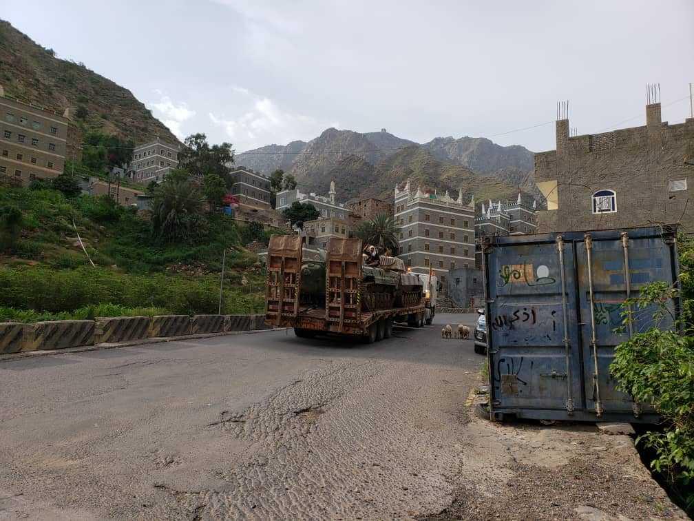 مصدر عسكري يكشف عن حركة كبيرة لنقل المعدات العسكرية إلى خارج عدن   بوابتي
